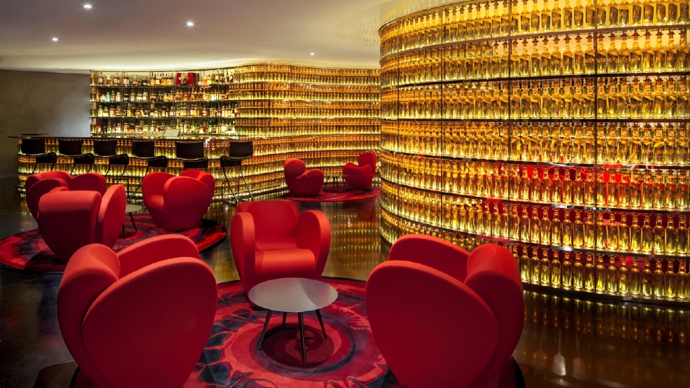 Canoodle Or Cut A Deal At These 5 Swanky Hotel Bars .