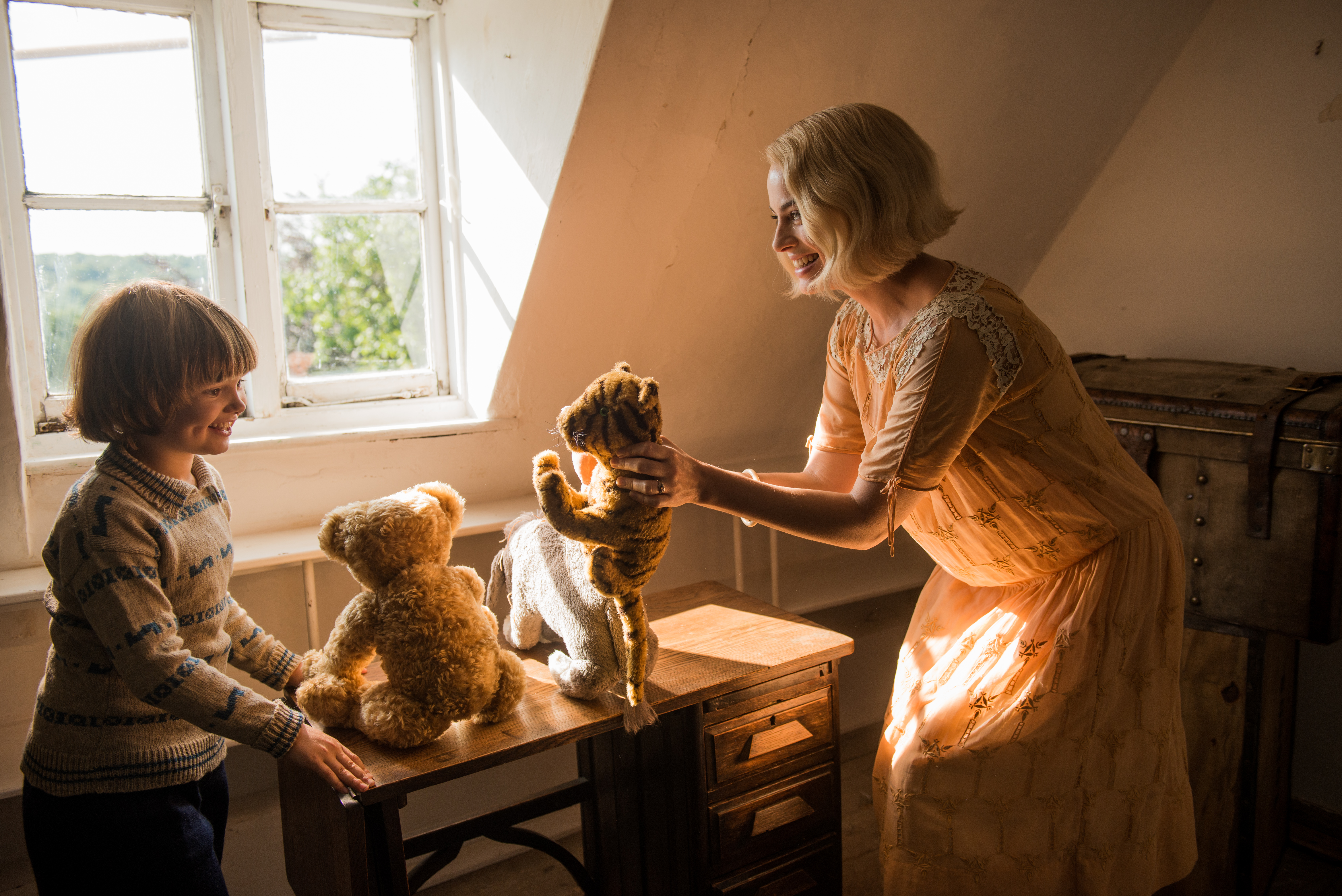Margot Robbie and Will Tilston in the film GOODBYE CHRISTOPHER ROBIN. Photo by David Appleby. © 2017 Twentieth Century Fox Film Corporation All Rights Reserved<p></p>
