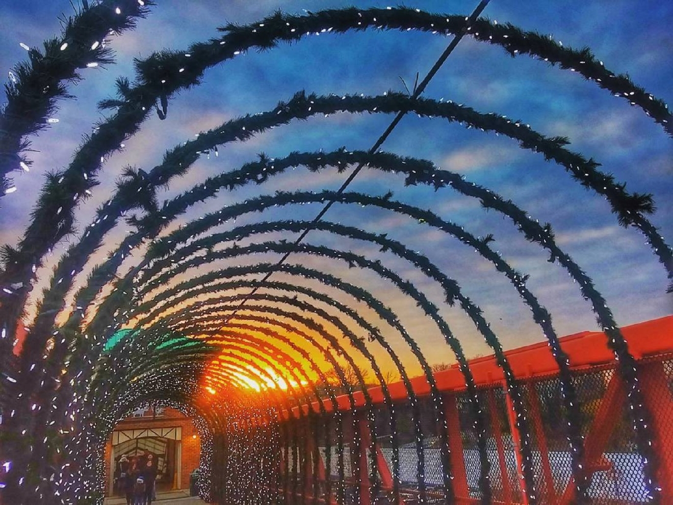 Image: IG user @ddaniels410 / Post: Another SPECTACULAR sunset in Cincy! // Published: 12.17.16