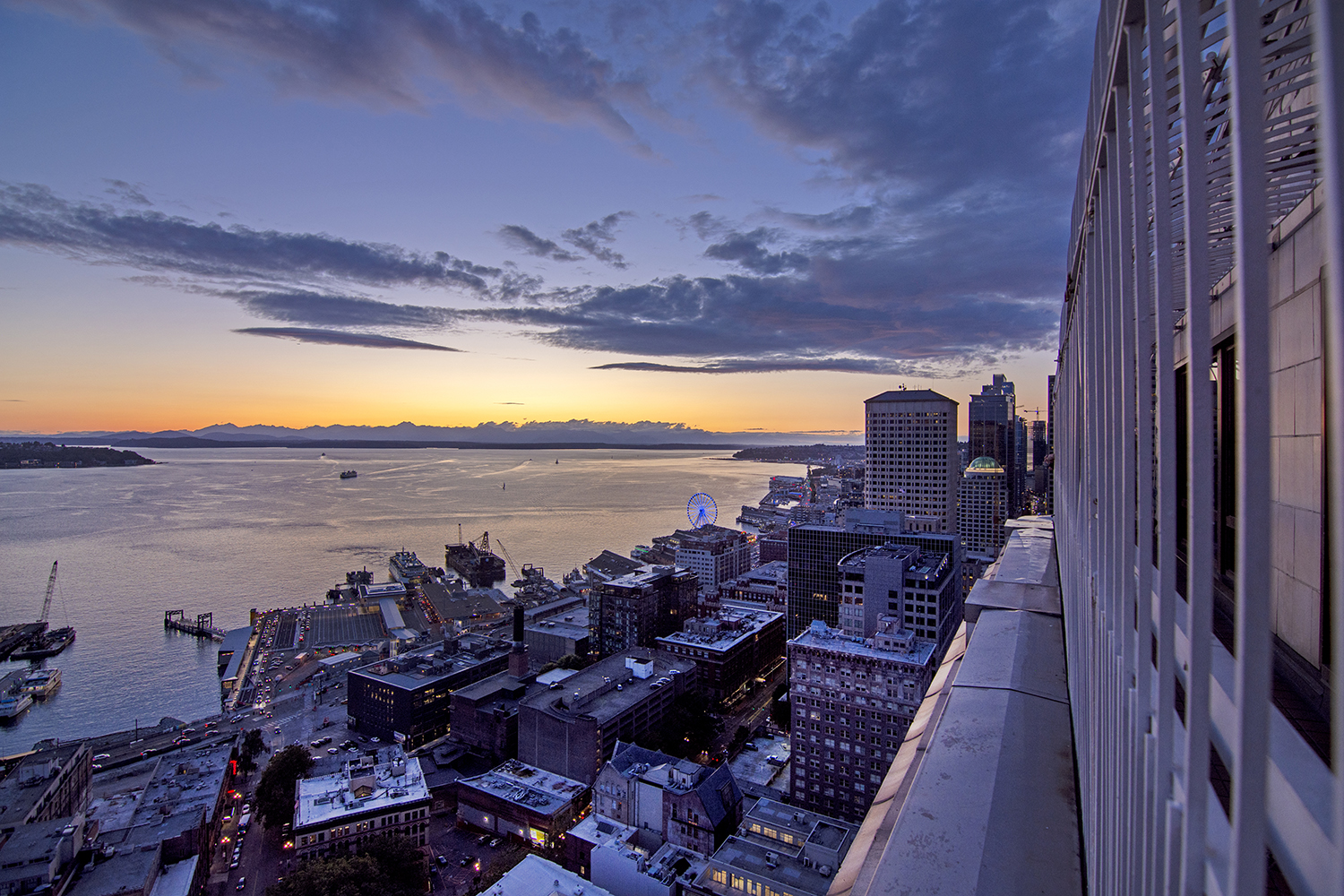 The sunset views are nearly unbeatable from the Smith Tower Observatory and Bar. In fact, many locals argue the scenic views from this historic skyscraper rivals that of its popular next door neighbors. (Image: Rachael Jones / Seattle Refined)