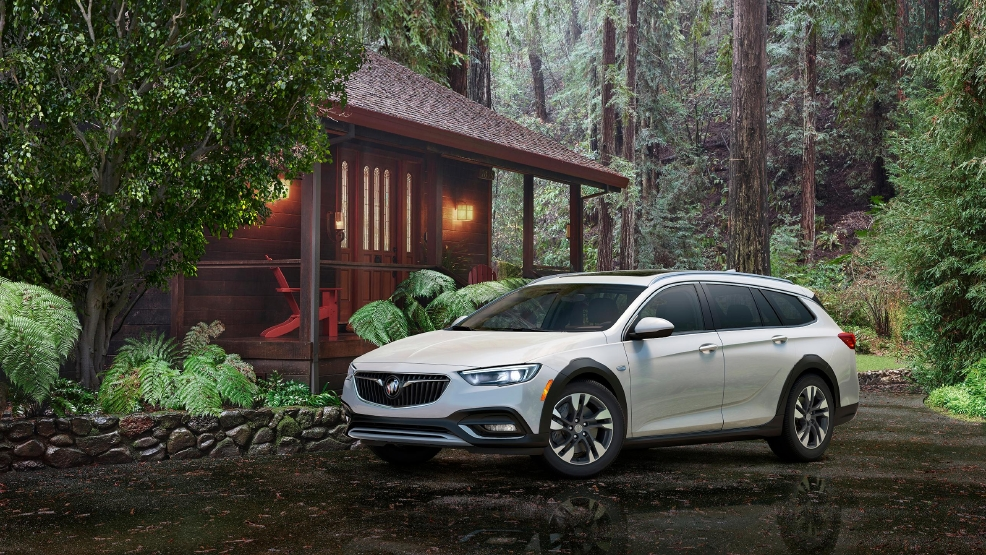 2018-Buick-Regal-TourX-009.jpg