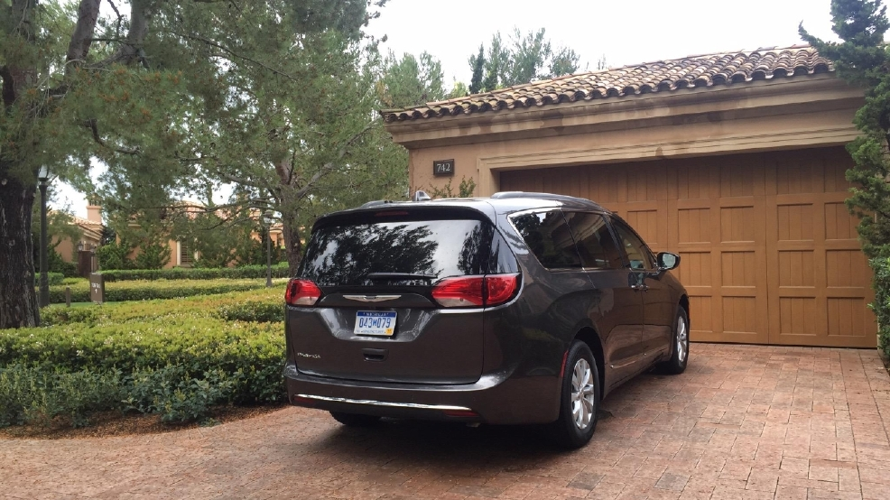 2017 chrysler pacifica high tech features break minivan mold first look news weather. Black Bedroom Furniture Sets. Home Design Ideas