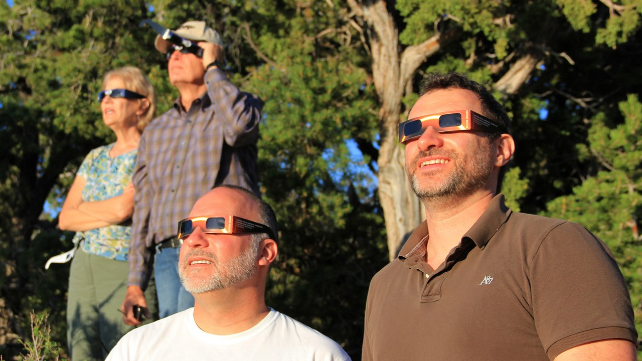 Solar Eclipse Glasses (Grand Canyon National Park / CC BY 2.0)