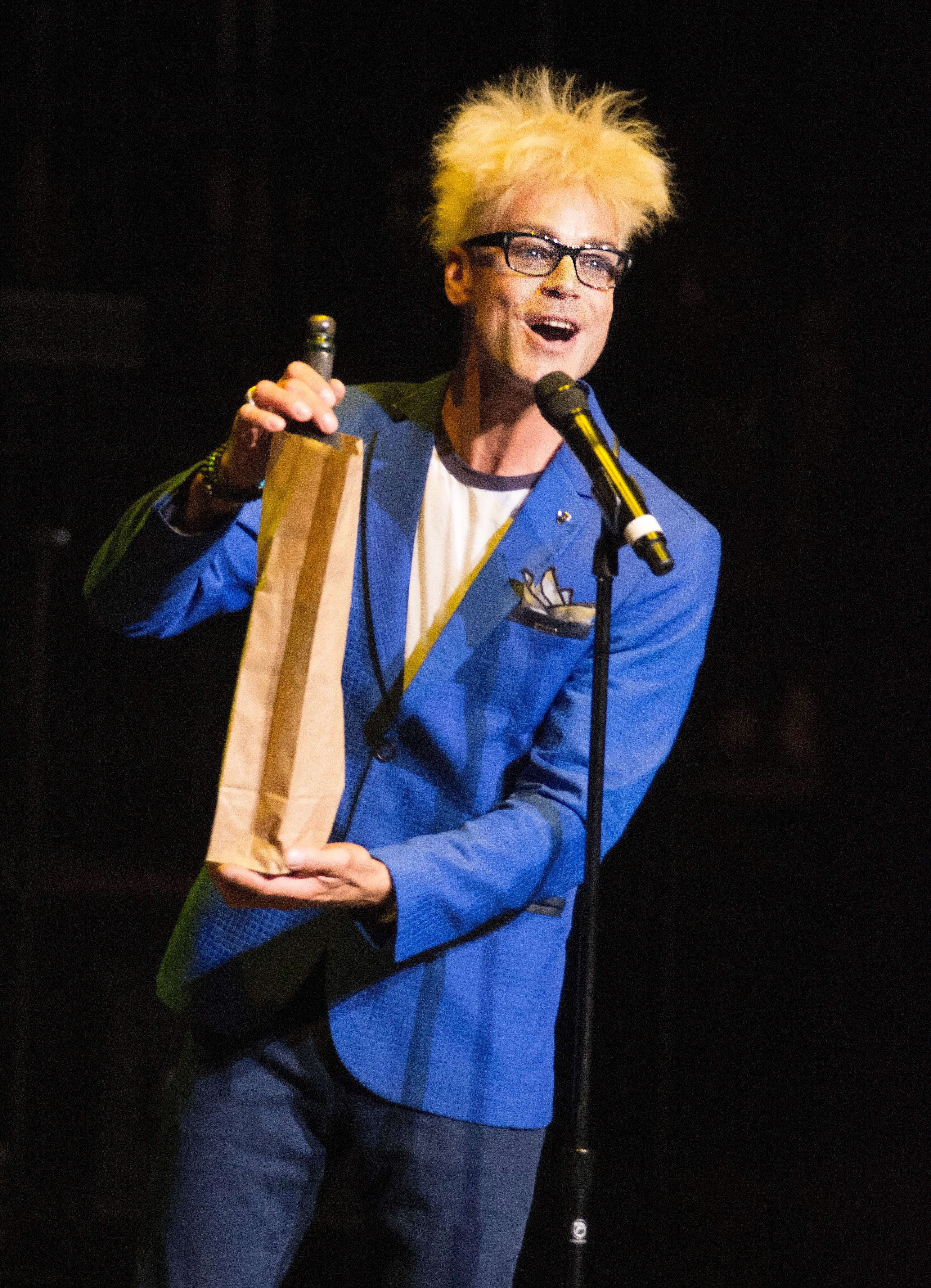 "Murray Sawchuck performs during the ""Vegas Cares"" benefit concert at the Venetian Theatre in the Venetian hotel-casino at 3355 S. Las Vegas Blvd in Las Vegas on Sunday, Nov 5, 2017. The concert was sponsored by a group of Las Vegas entertainers, producers and business professionals to honor the victims and first responders from shooting at the Route 91 Harvest festival. (Photo/Las Vegas News Bureau/Bill Hughes)"