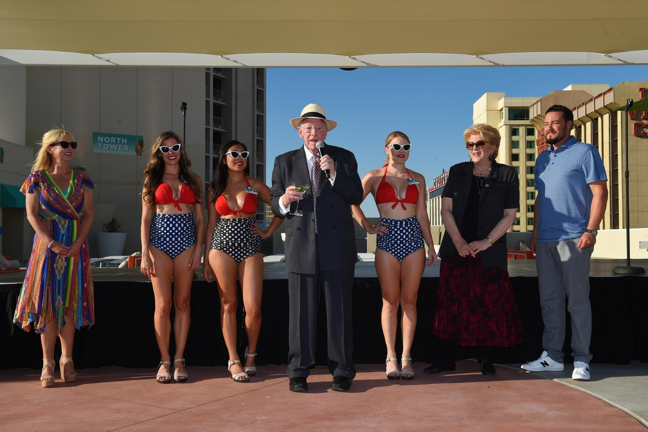 Gallery Refurbished Rooftop Pool At The Plaza Preview Ksnv