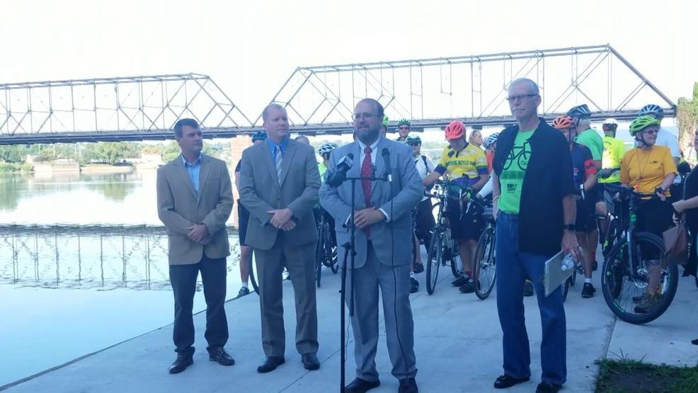Harrisburg mayor unveils newly renovated Riverwalk