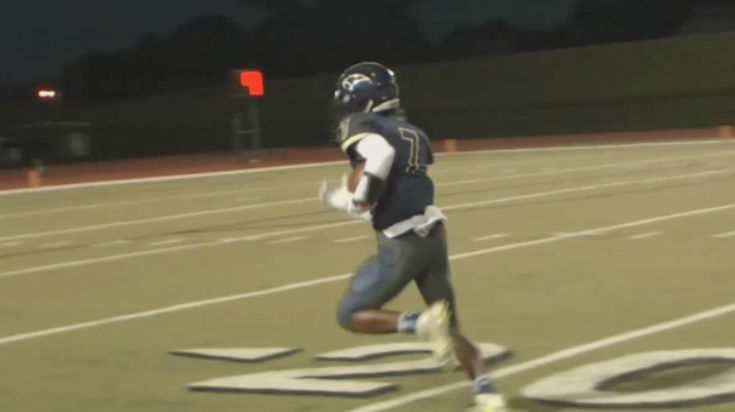 Quian Williams went 76 yards for a touchdown after catching a pass from quarterback Casey Thompson in the Norman North and Southmoore game on Friday, Oct. 7, 2016 in week 6 of high school football. (KOKH)