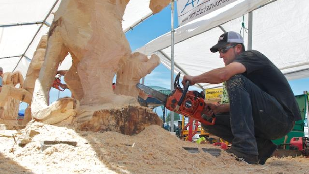 Thousands to participate in reedsport chainsaw carving