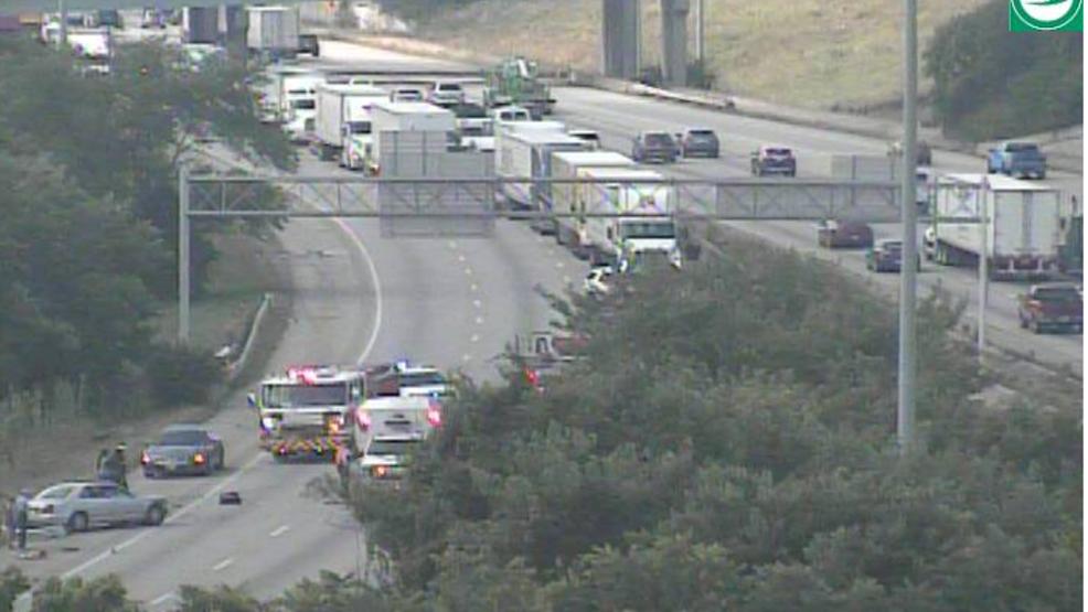Crash involving ambulance, entrapment shuts down I-75 near