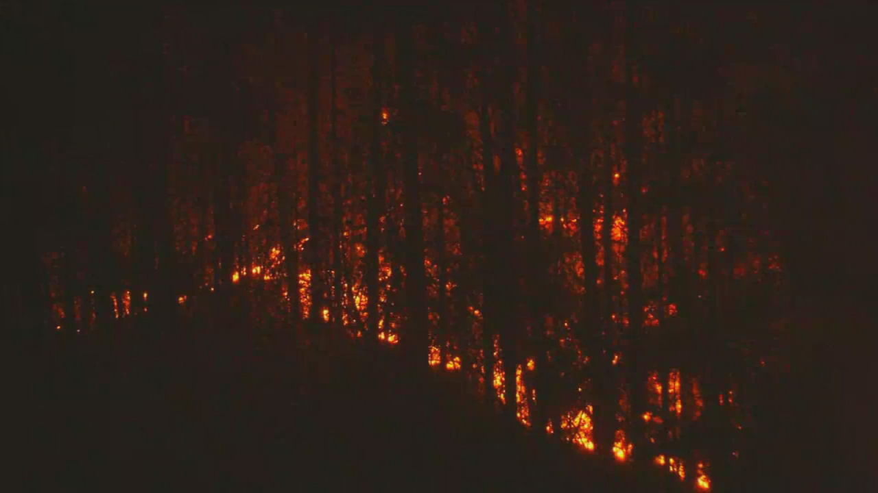 As rain continues not to fall, wildfires continue to burn in the mountains.  One of the largest fires burning is the Tellico wildfire, which is now more than 3,400 acres and only 25 percent contained. (Photo credit: WLOS staff)