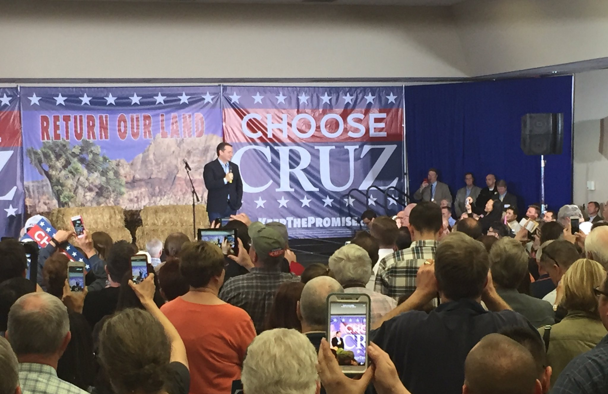 Ted Cruz taking the stage in Henderson ahead of Tuesday's GOP caucus in Nevada (Nathan O'Neal | KSNV News 3)