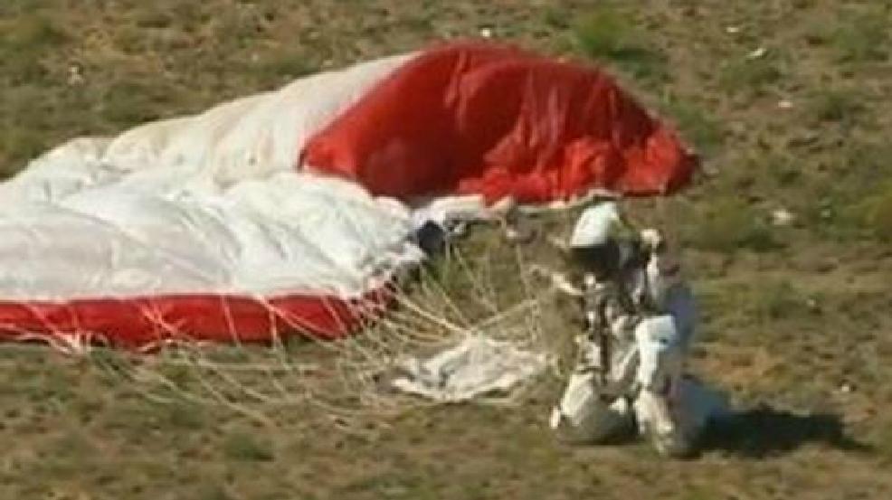 stratosphere skydive felix baumgartner jumps from 24