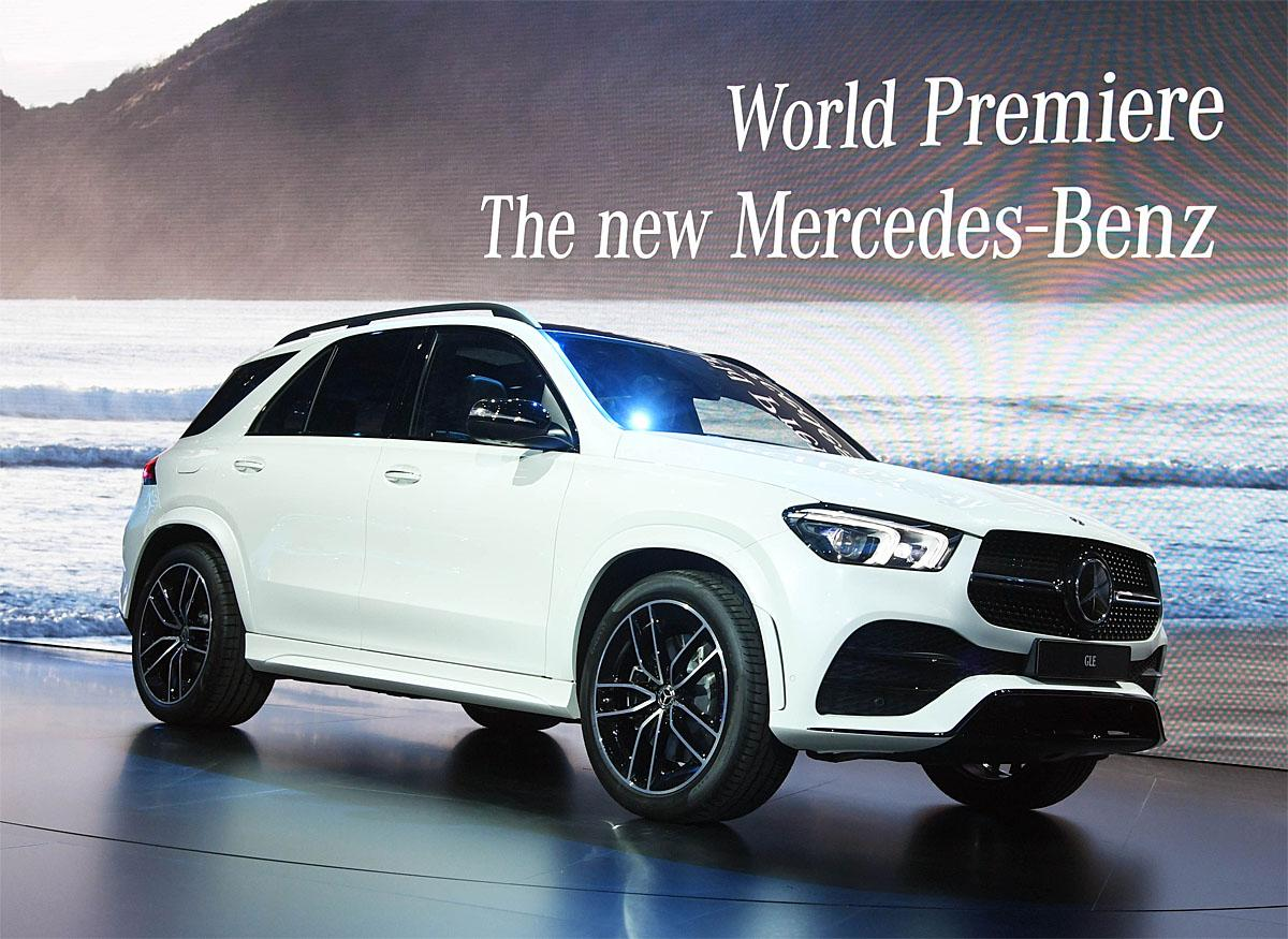 02 October 2018, France, Paris: The new Mercedes-Benz GLE will be presented at the Paris International Motor Show on the 1st press day. From 02.10. to 03.10.2018 the press days will take place at the Paris Motor Show. It will then be open to the public from 04.10. to 14. October. Photo: Uli Deck/dpaWhere: Paris, Île-de-France, FranceWhen: 02 Oct 2018Credit: Uli Deck/picture-alliance/Cover Images