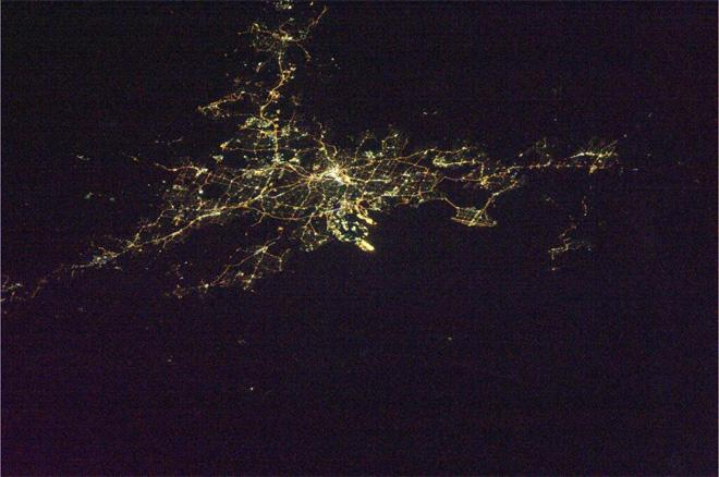 Brisbane, Australia at night (Photo & Caption courtesy Koichi Wakata (@Astro_Wakata) and NASA)