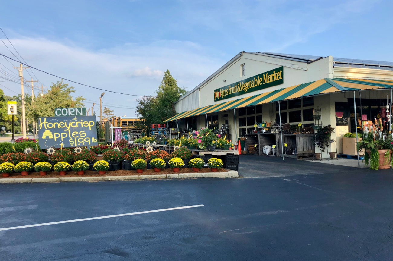 Downtown Blue Ash (around Kenwood and Cooper Roads) is surprisingly rich in restaurants, amenities, sidewalks, and crossable streets. / Image: Brian Planalp // Published: 8.28.18