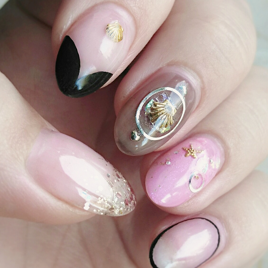 Fancy nail art (Image: Sabine Lemmens, Make-up Artist &amp; Hair Stylist)<p></p>