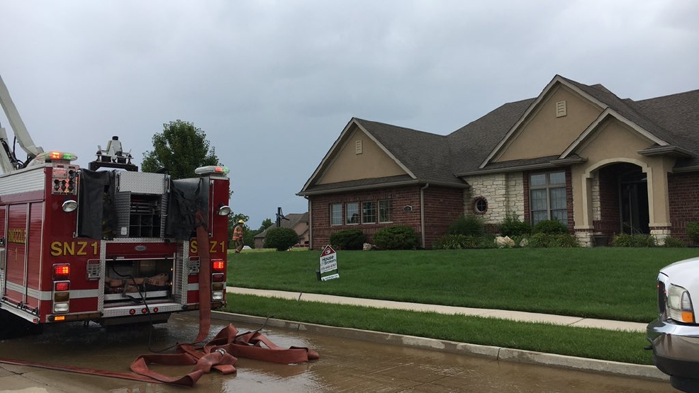 Crews respond to house fire near old hawthorne country for Hawthorne fish house
