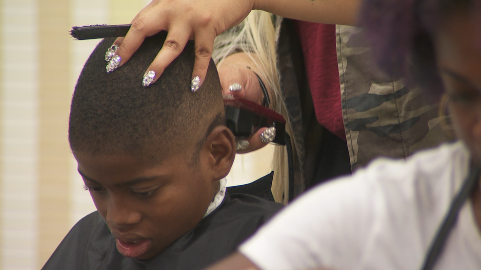 Local barbers give free back to school haircuts | WSYX