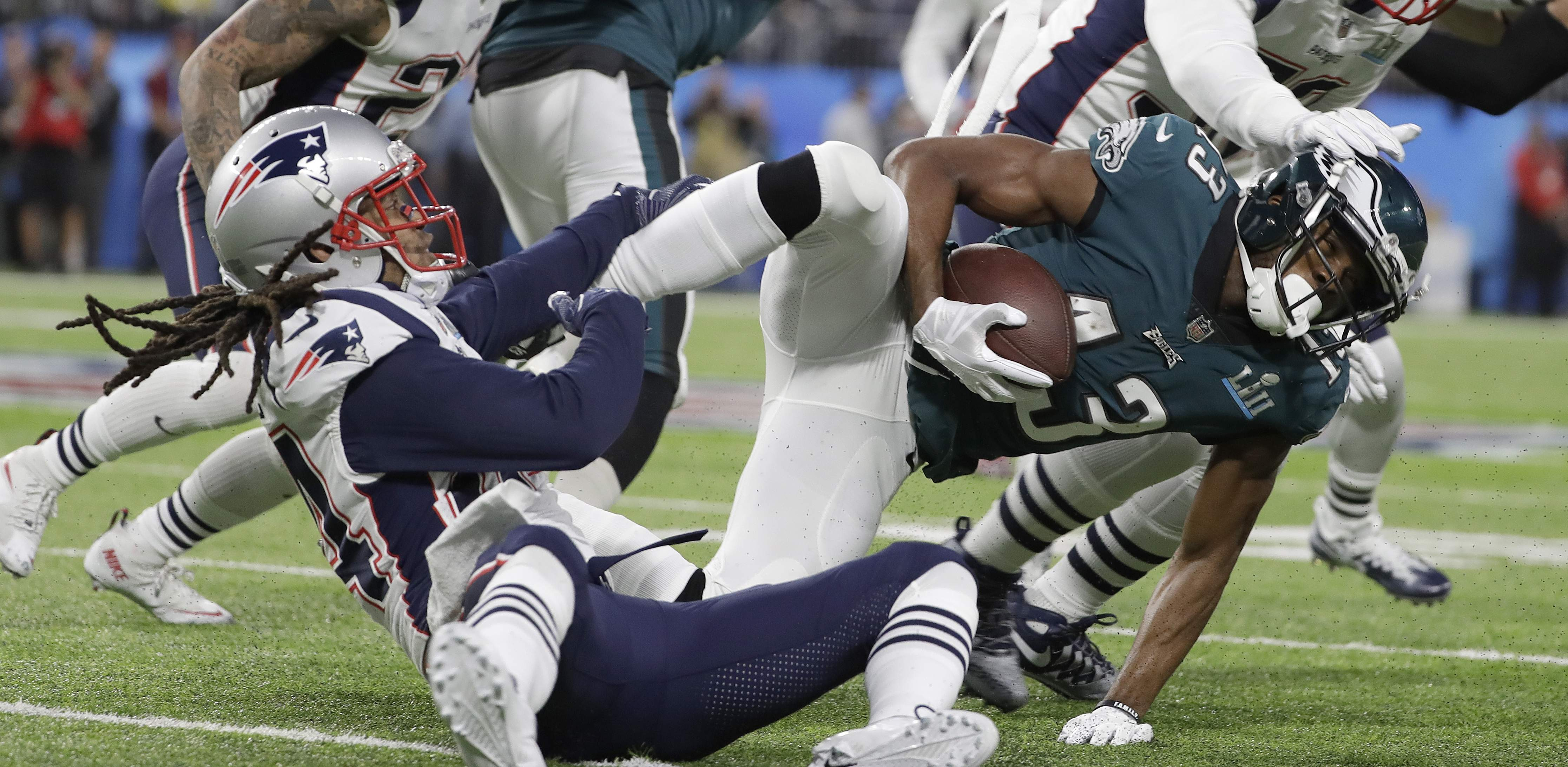Philadelphia Eagles' Nelson Agholor, right, is stopped after catching a pass during the first half of the NFL Super Bowl 52 football game against the New England Patriots Sunday, Feb. 4, 2018, in Minneapolis. (AP Photo/Matt Slocum)