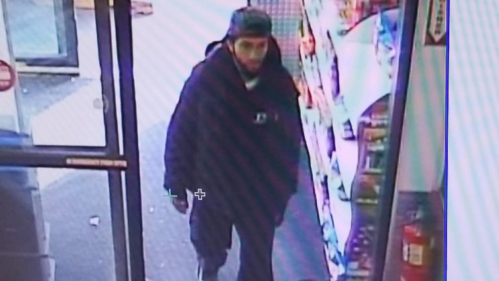 Police: Thief snatches woman's purse outside market