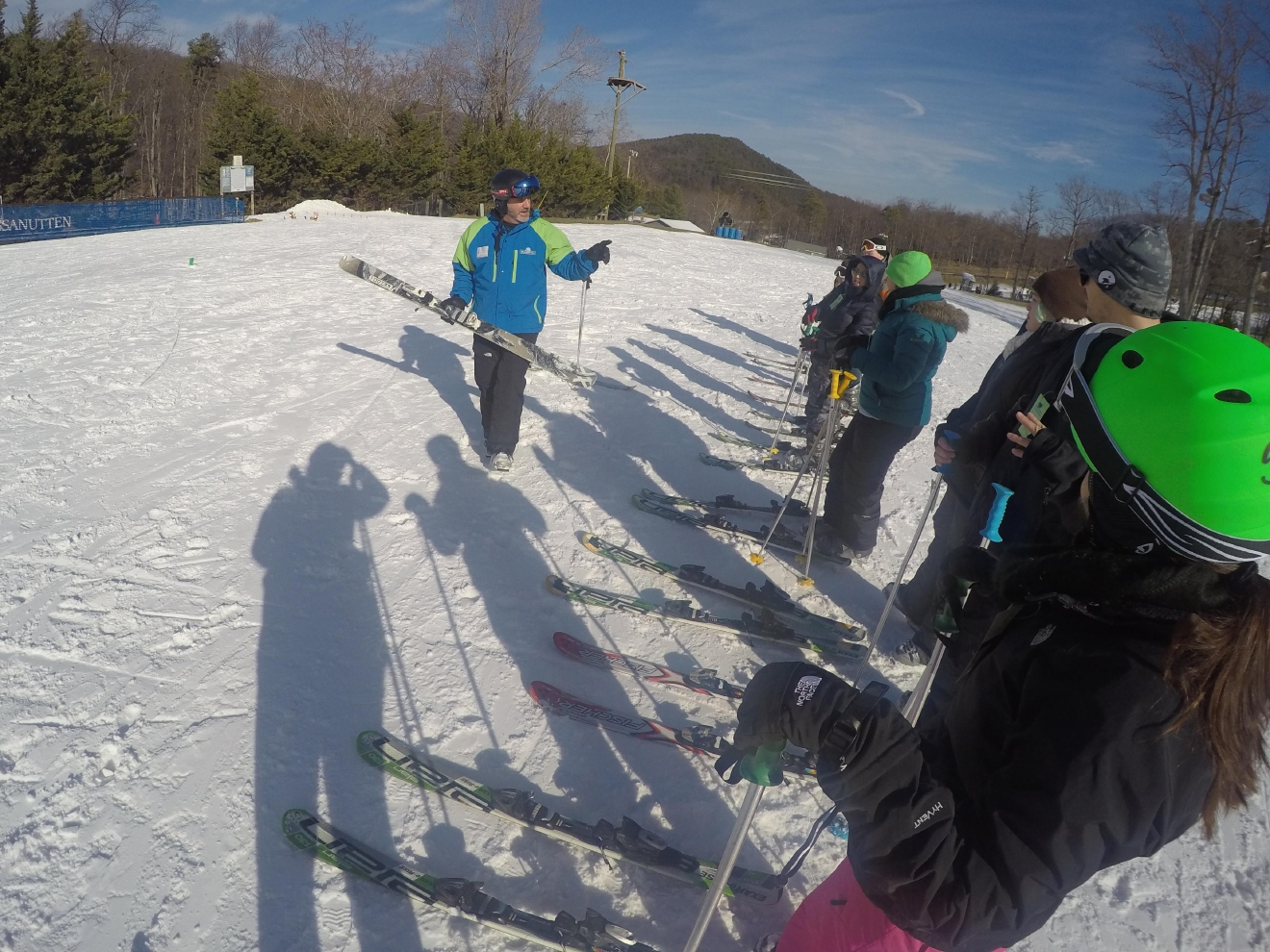 Brian Fortner teaches his students the basics of skiing. (Amanda Andrade-Rhoades/DC Refined)