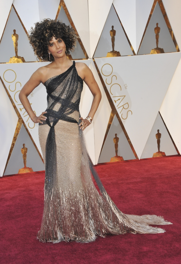 LOOOOVE the rock n roll glam of this Versace combined with Halle Berry's natural hair at its wild and curly best! So. so fierce. (Image: Apega/WENN.com)