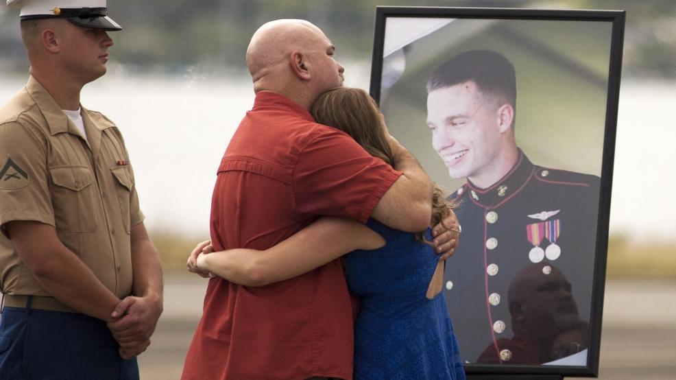 Memorial honors 12 Marines killed in Hawaii, including Oregonian   KATU