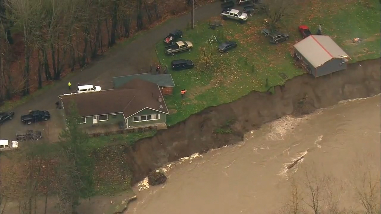 The Skagit County Board of Commissioners is now requesting emergency assistance from the Army Corps of Engineers to prevent further erosion along the Skagit River, where three homes are now teetering along the riverbank. (Photo: KOMO News)