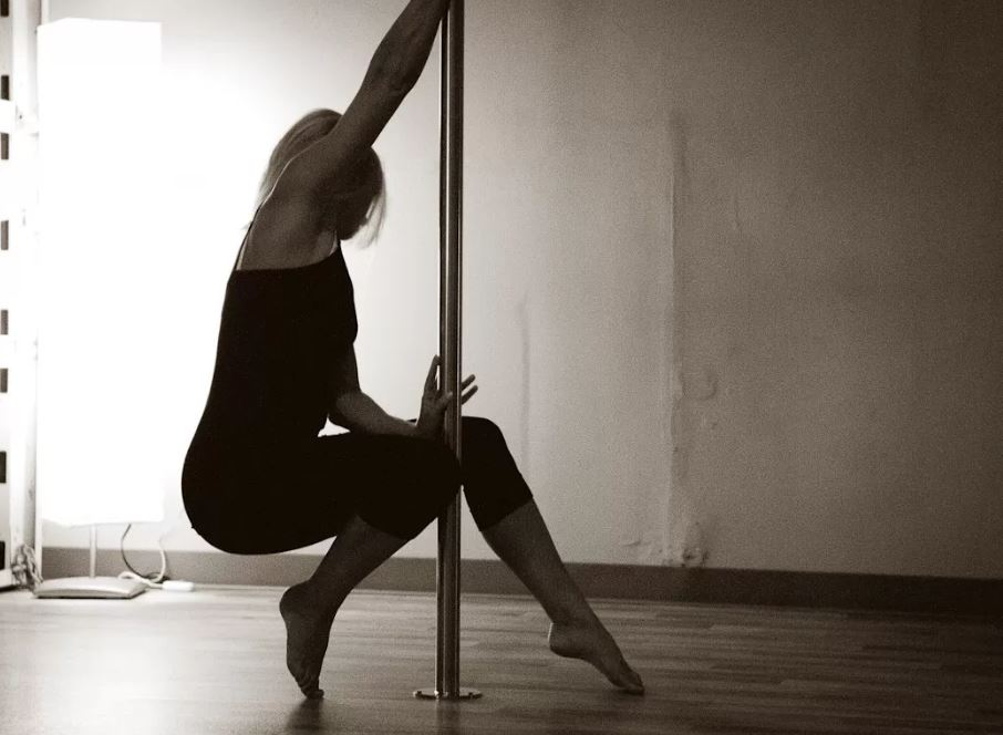 Divine Movement offers Pole Dancing Classes in Seattle and Kirkland (photo: Divine Movement)