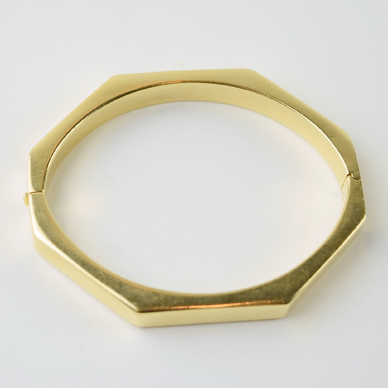 14K Gold Eight Sided Bracelet / Image courtesy of Everything But The House // Published: 10.15.16