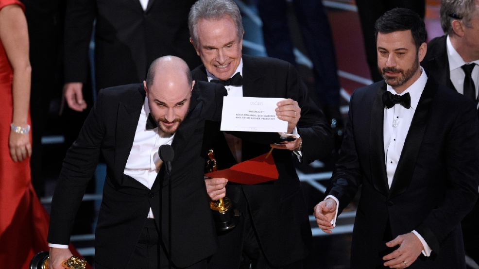 Academy Awards 2017--Warren Beatty holds correct card.jpg