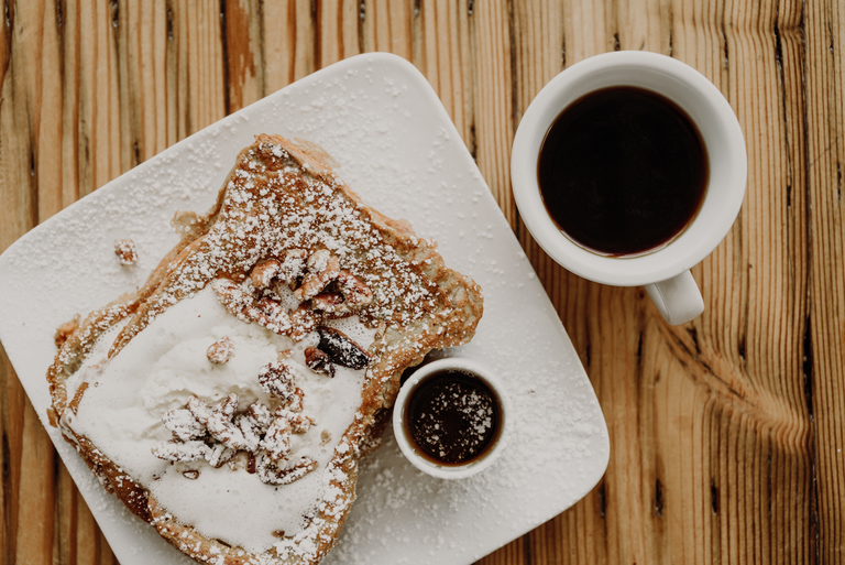 <p>Challah French Toast: candied pecans, whipped butter, and maple syrup with the hairo pour-over / Image: Brianna Long // Published 7.25.18</p>