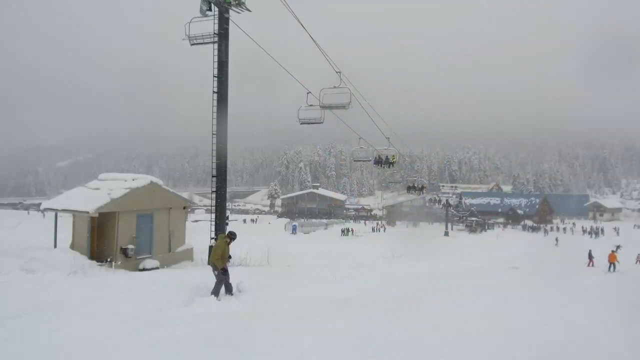 Opening day at The Summit at Snoqualmie draws big crowds following big snow (KOMO News)
