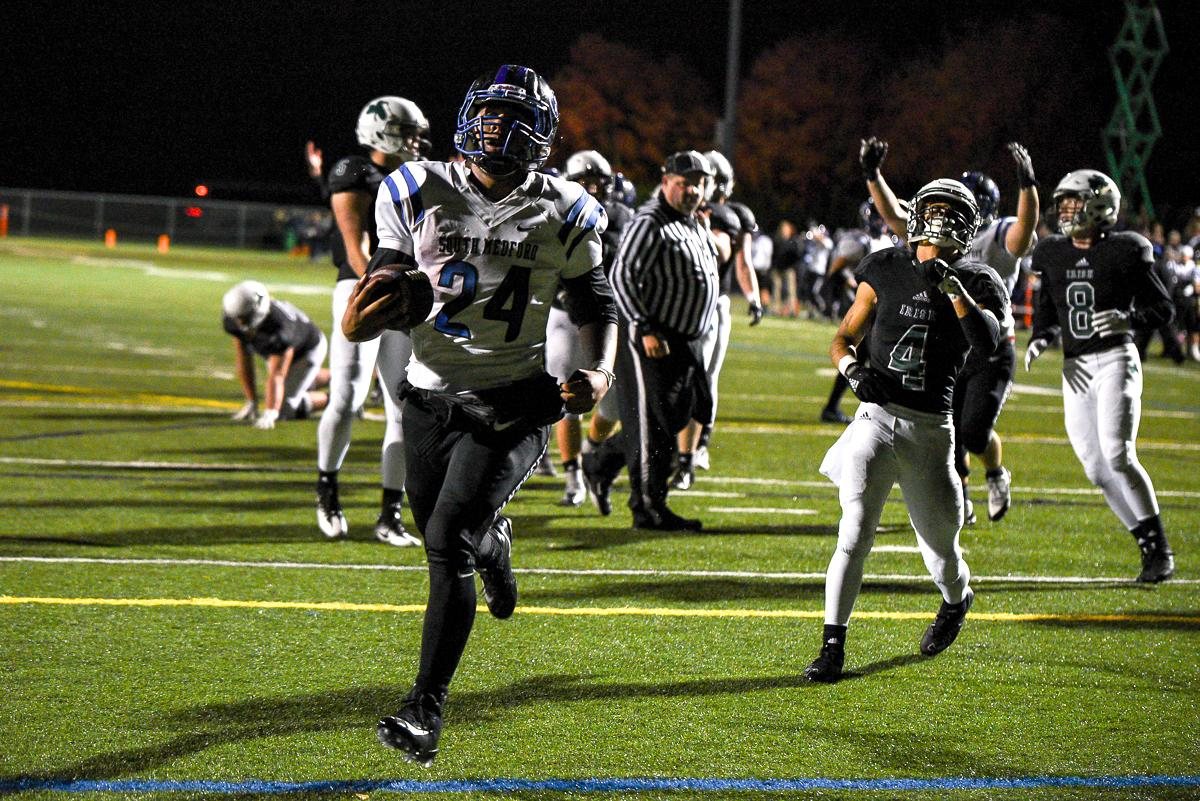 South Medford running back Jaylin Parnell (#24) runs into the end zone for a touchdown during Medford's 31-14 victory over Sheldon. Photo by Jeff Dean, Oregon News Lab