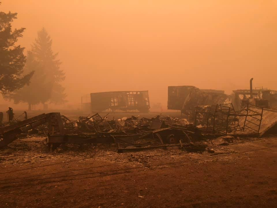 Homes in Mill City were damaged in the Beachie Creek Fire. Foto tomada el 10 de septiembre de 2020. Foto de KATU.{ }