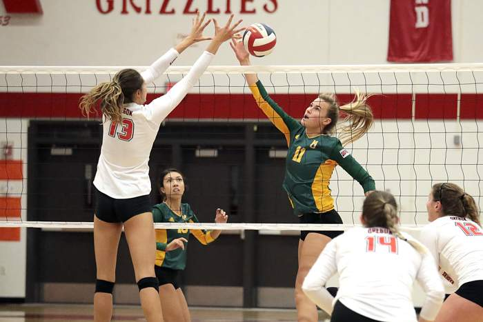 Southern Oregon Raiders Volleyball hosted Multnomah University at Mountain Avenue Gym. [ // PHOTOS BY: LARRY STAUTH JR}