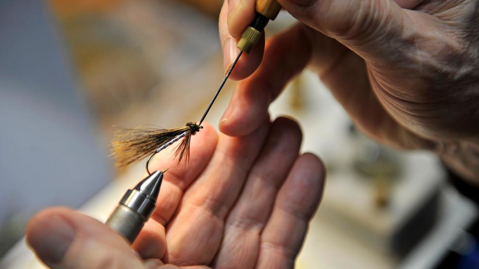 OREGON OUTDOORS VIDEO: Fly tying the rain away, pt. 2