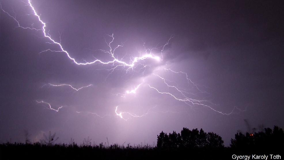 11 hit by lightning in a paris park 8 of them children kgbt