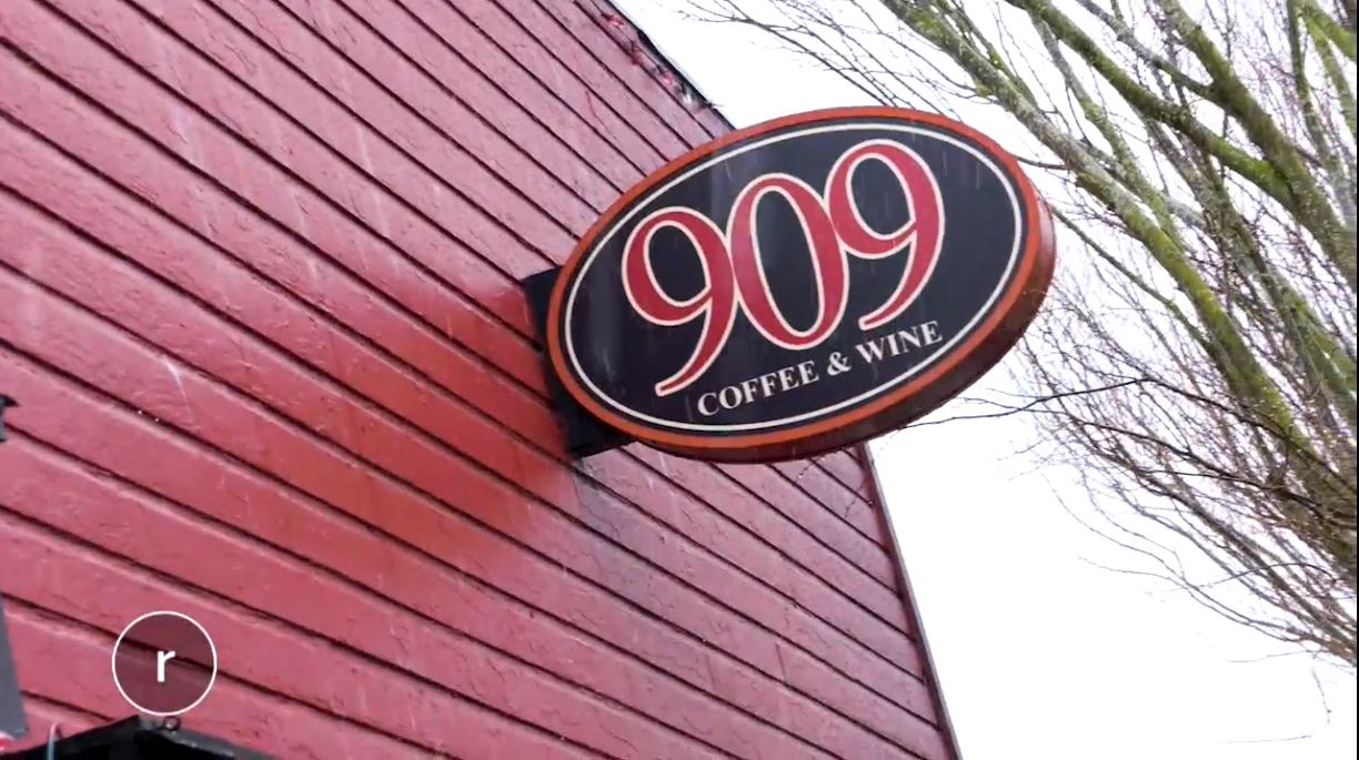 909 Coffee & Wine is a hit! (Image: Seattle Refined).