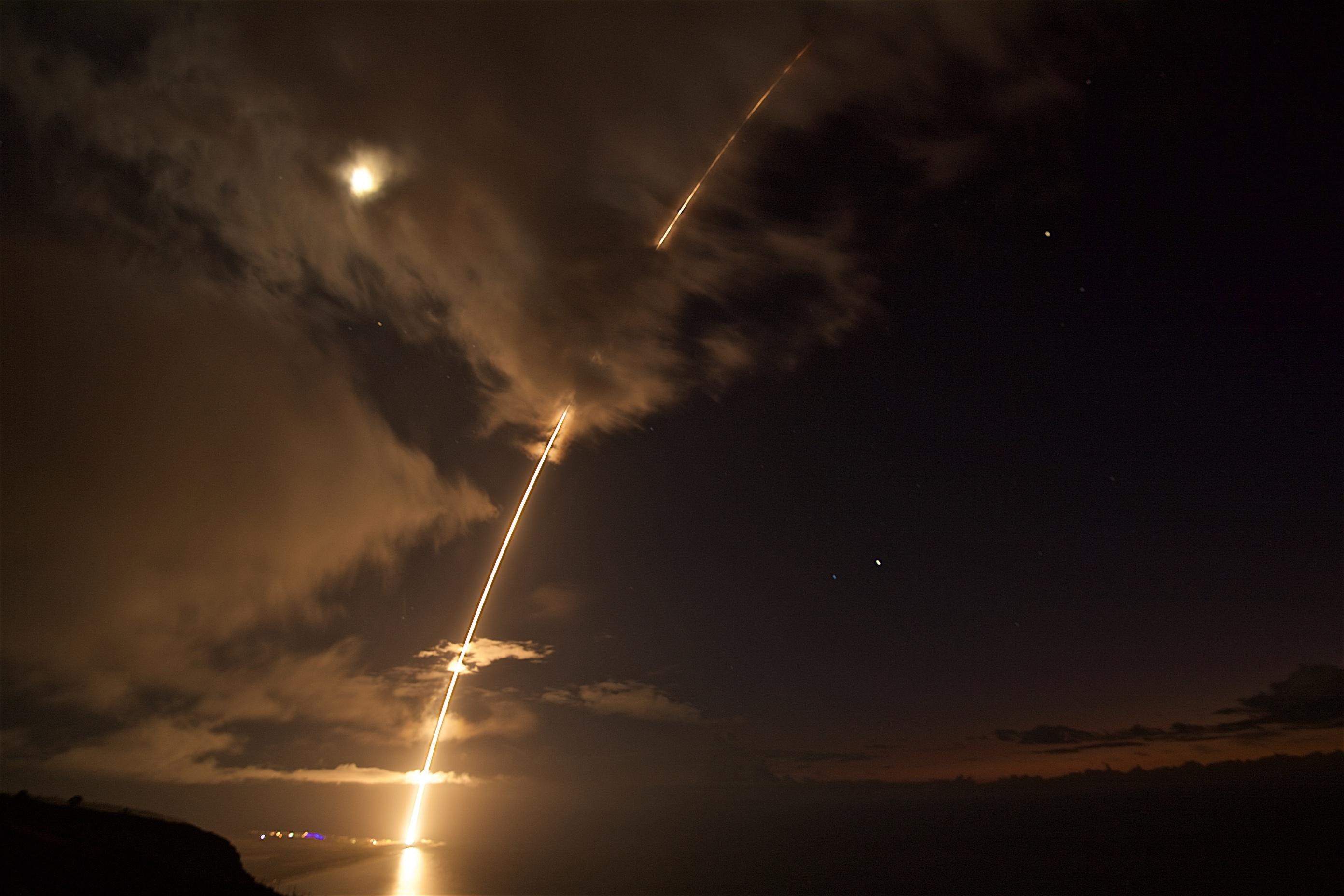 A medium-range ballistic missile target is launched from the Pacific Missile Range Facility on Kauai, Hawaii, during Flight Test Standard Missile-27 Event 2 (FTM-27 E2) on Aug. 29 (HST). (Missile Defense Agency)