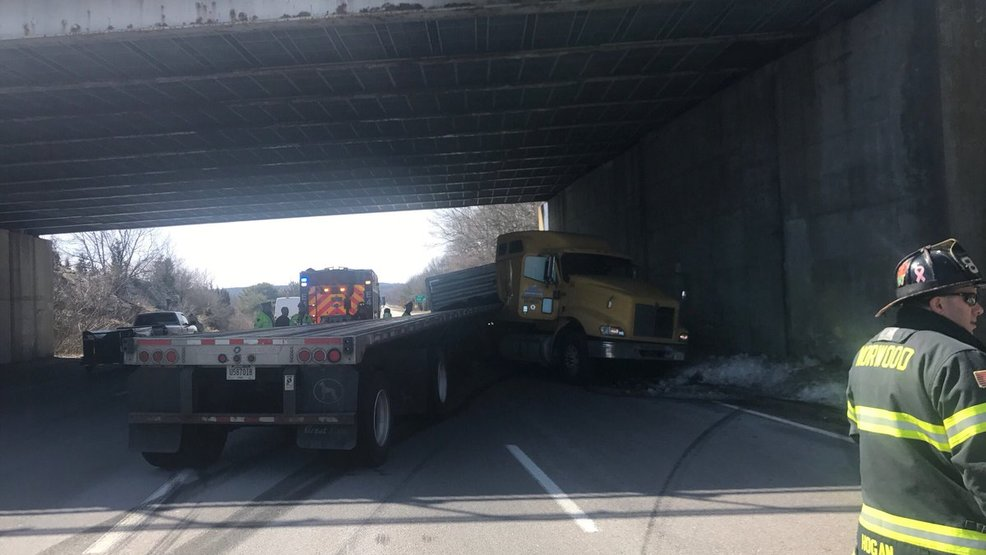 Police cruiser nearly hit as jack-knifed truck blocks lanes of I
